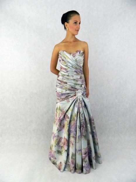 9160e2abdf4 Na prodej. Půjčovna svatebních a společenských šatů Marion.